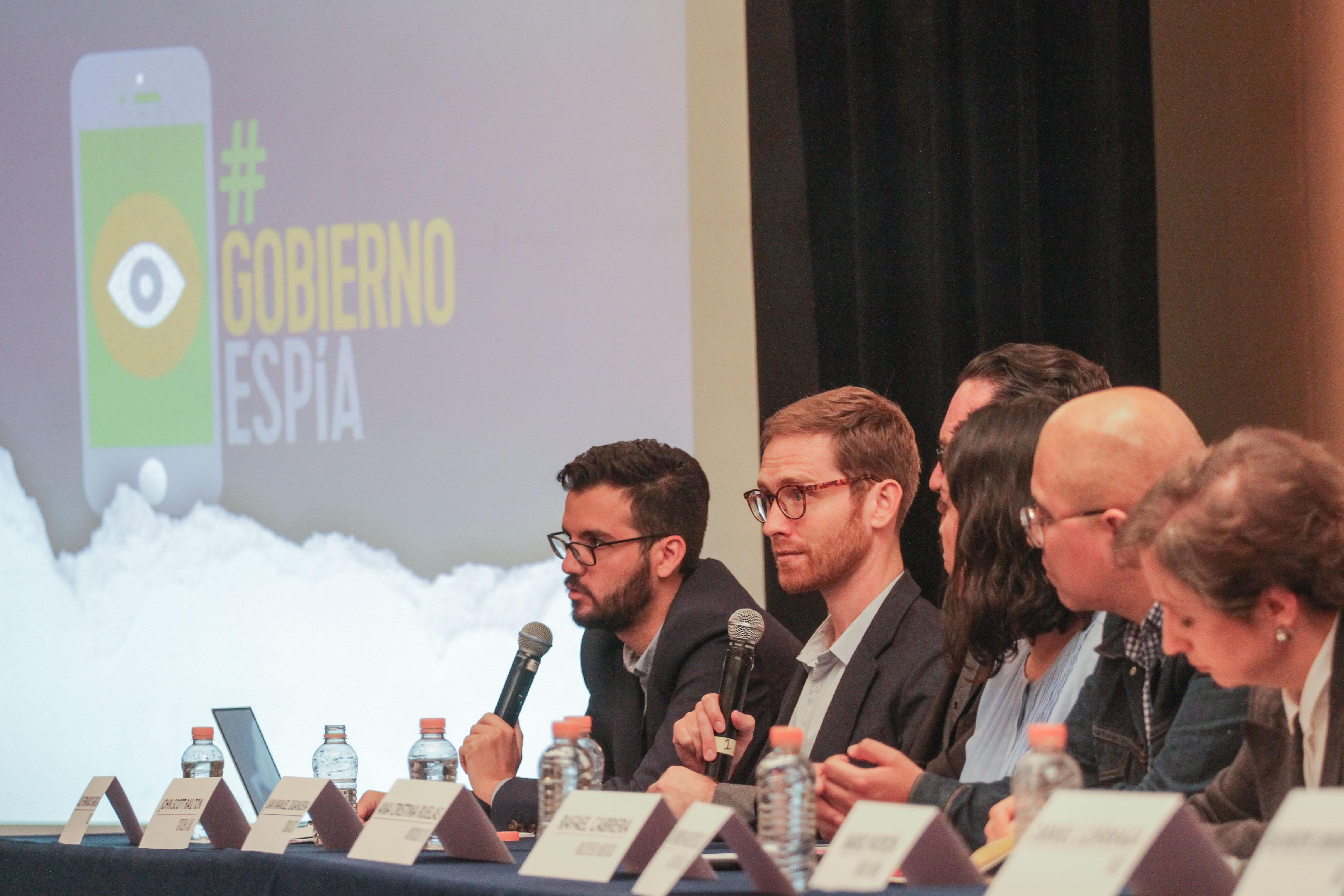 Periodistas y defensores de derechos humanos, entre ellos Luis Fernando García, de la Red en Defensa...