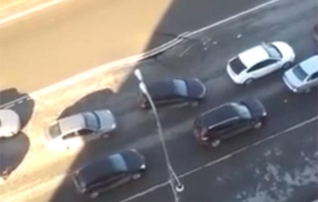 【ビデオ】ロシアの高速道路が陥没する瞬間!