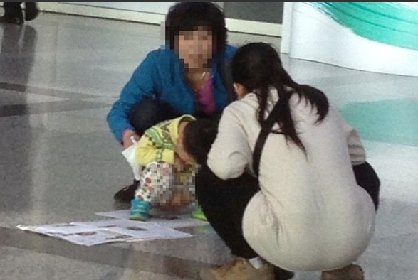 image Tourists picked up 2 thai girls in bangkok