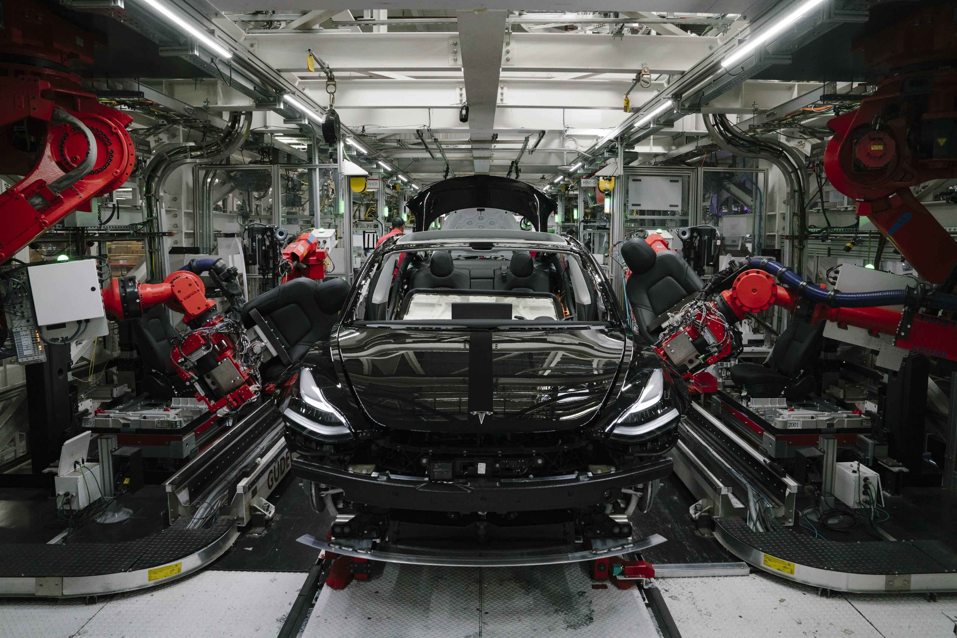 Musk 说特斯拉有能力在「三年左右」打造要价仅 25,000 美元的电动车
