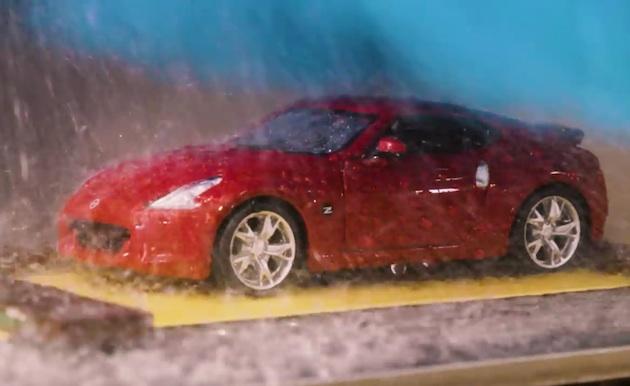 【ビデオ】日産のエンジニアが真剣に取り組む、ミニチュアの洗車機でミニカーを洗車するお仕事?