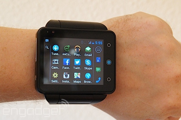 online retailer 52e9c 3dcba Here's what it's like to use a watch as a phone