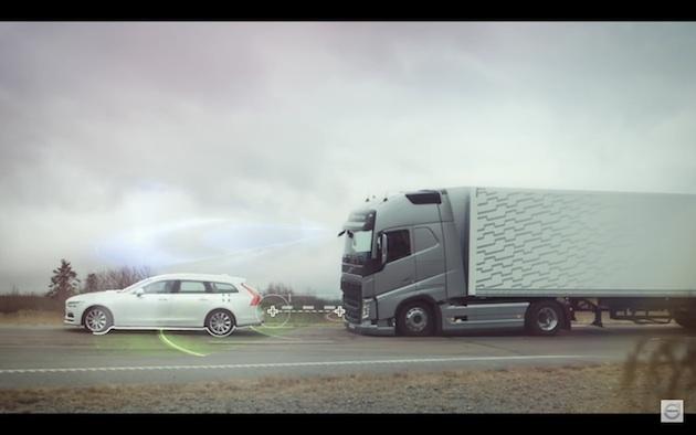 【ビデオ】 ボルボ・トラックの緊急自動ブレーキ・システムはカーブでも有効!