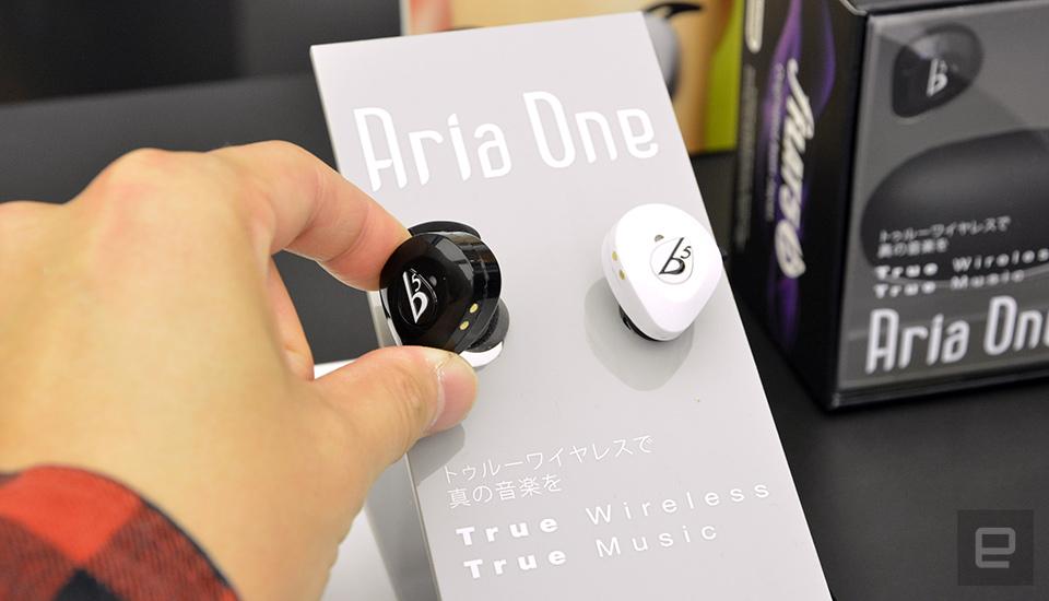真。無線可通話藍牙耳機,fFLAT5 Aria One 香港首發
