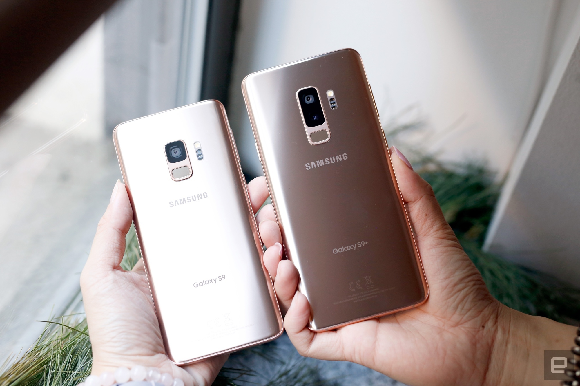 Up close with the Galaxy S9 in 'Sunrise Gold'