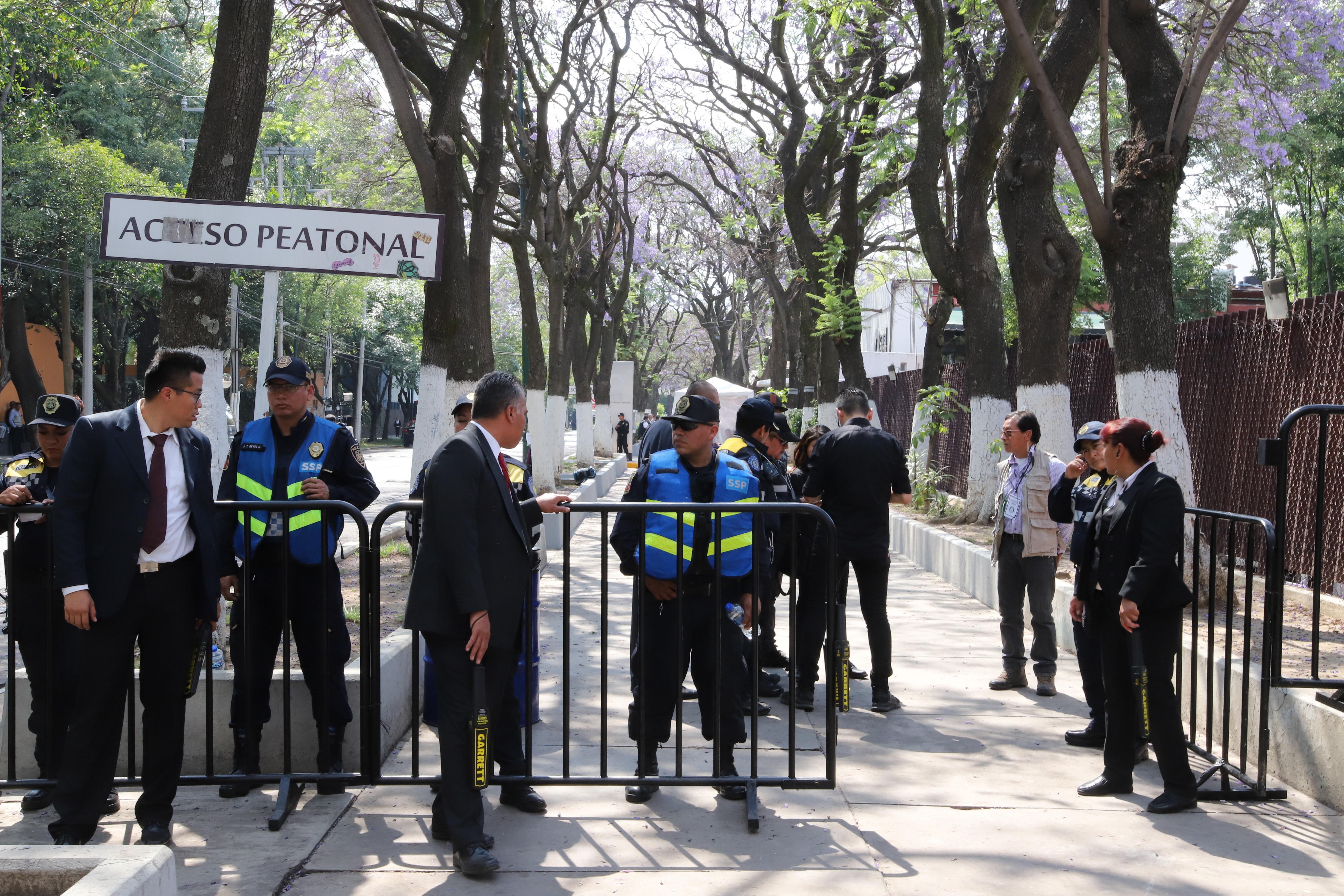 Aspectos del despliegue de elementos de la Secretaría de Seguridad Pública, previo al debate entre los...