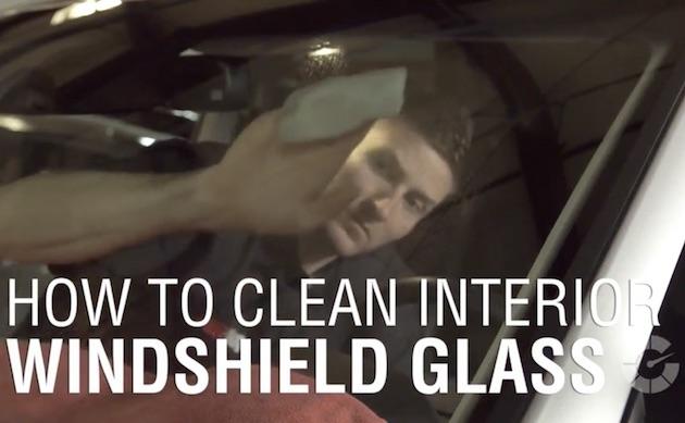 【ビデオ】3分でわかるフロントガラス内側の適切な掃除方法! 視界を乱す油膜の原因は新車の匂い!?