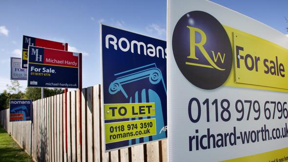Lloyds caps mortgage lending at £500k