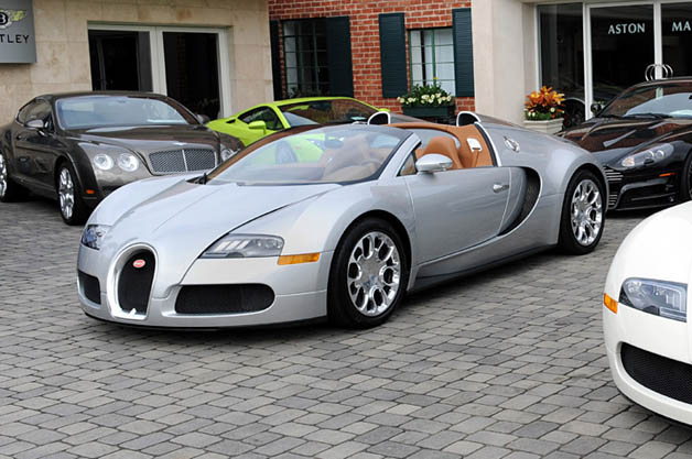 【レポート】ブガッティのオーナーは平均で車84台、ジェット機3台、クルーザー1台を所有!?