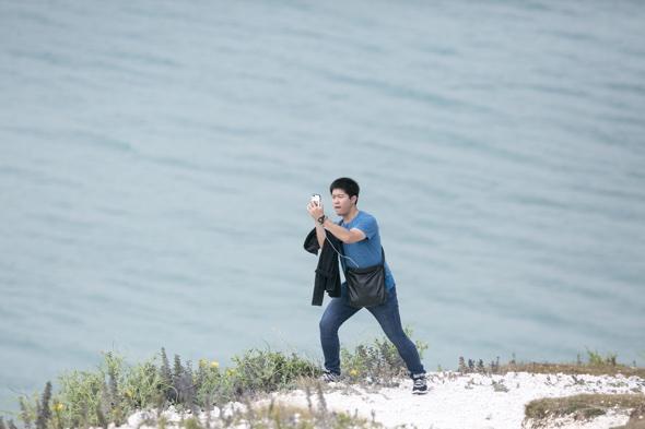 Tourists risking lives for cliff-edge selfies despite Arthur Cave's death