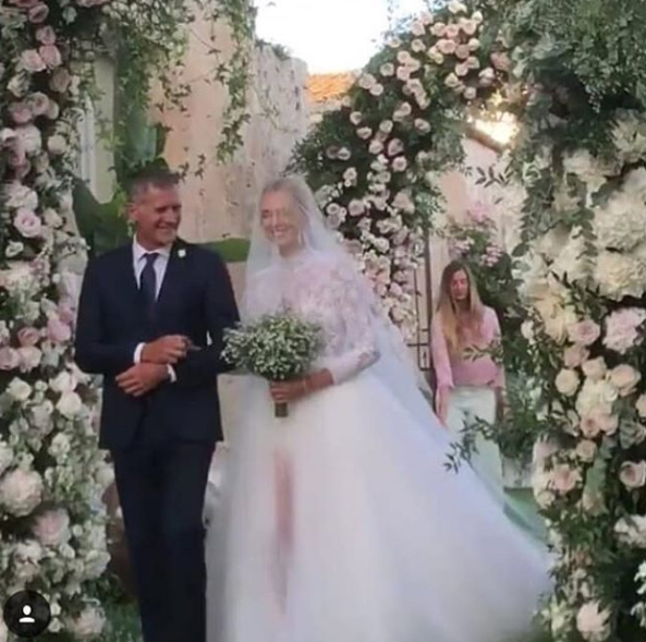 Il vestito da sposa di Chiara Ferragni lascia tutti senza parole  aba3bc00a74