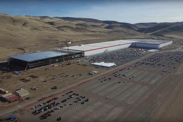 【ビデオ】テスラの巨大バッテリー工場、ドローンによる空撮映像で現在の建設状況が明らかに