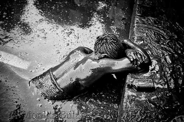 Durante le cerimonie voodoo ad Haiti, gli iniziati incarnano gli dei che dall'Africa sono approdati sulle...