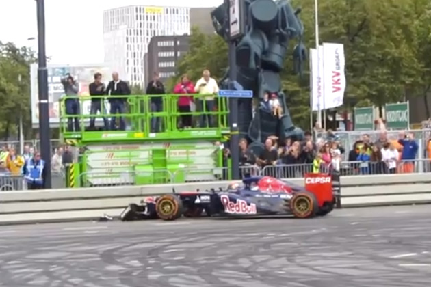 【ビデオ】史上最年少のF1ドライバー、フェルスタッペンが早くもクラッシュ!