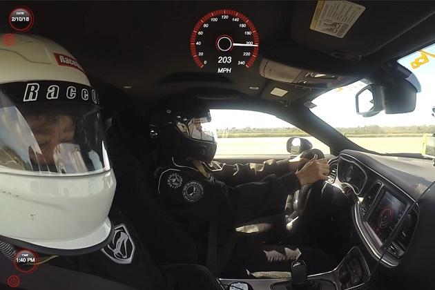 【ビデオ】加速力だけじゃない! ダッジ「チャレンジャー SRT デーモン」が203mph(約326.7km/h)の最高速度を記録!