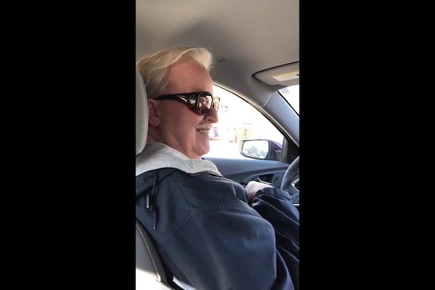 【ビデオ】Uberに乗ったら、ドライバーが映画『ユー・ガット・メール』で有名なメール受信時に聞くボイスの声優だった!