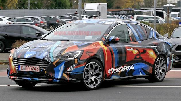 発表前の新型フォード「フォーカス」、今度はセダンが欧州の路上に出現!
