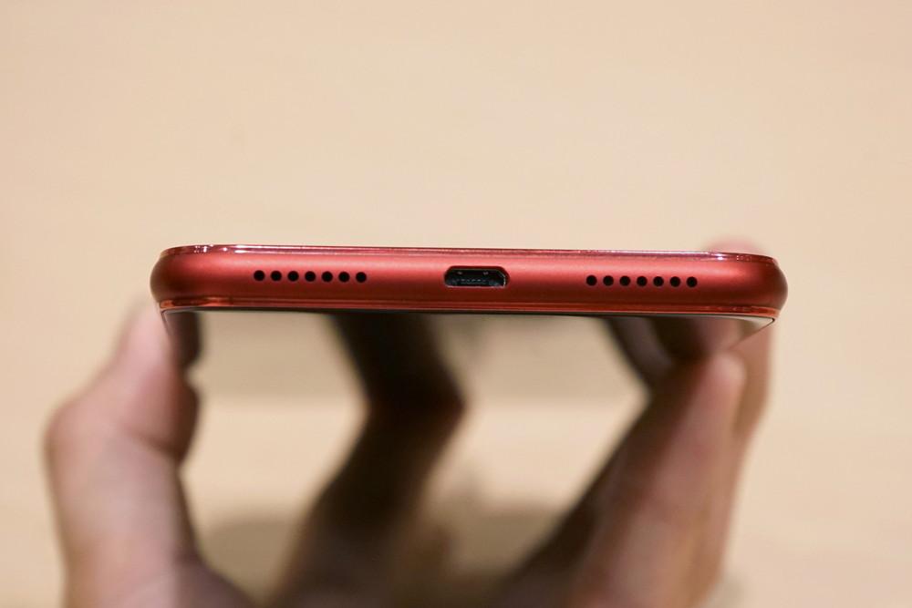 ZenFone 5Qの底面