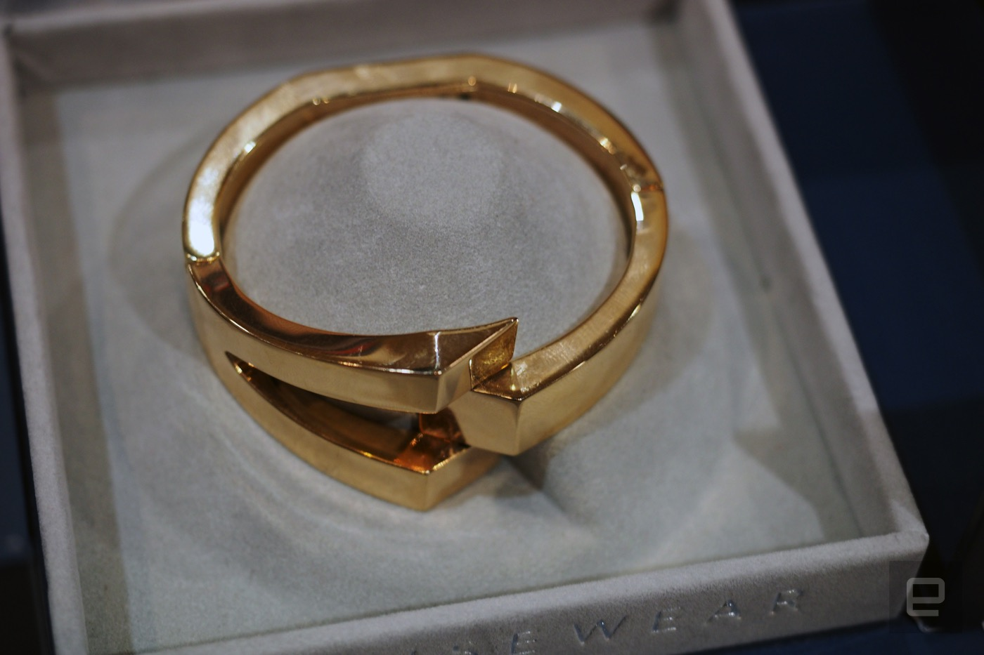 Wisewear hides a safety alarm inside a woman's bracelet
