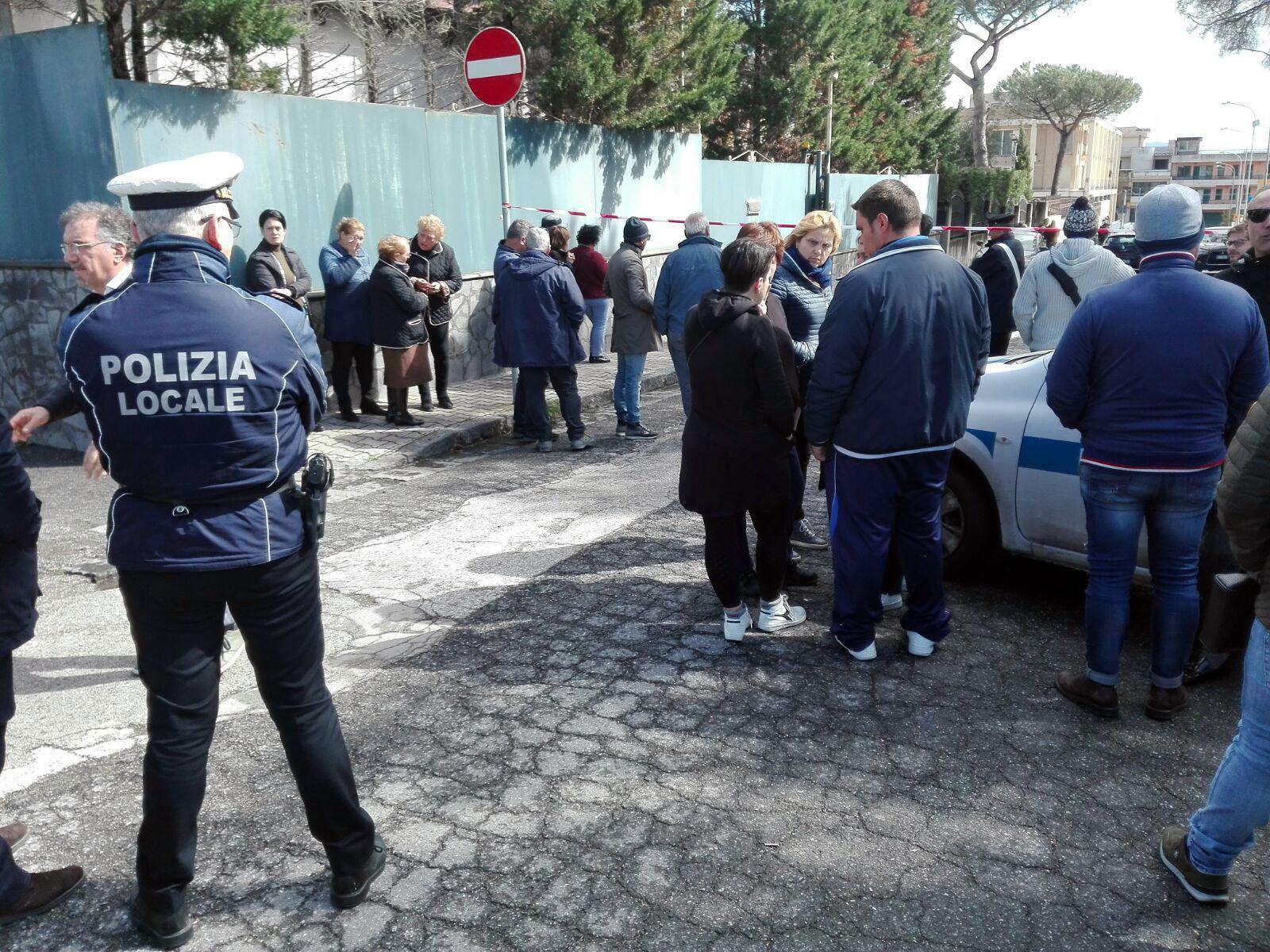 La scuola elementare nel quartiere di Boccia al Mauro di Terzigno dove è stata uccisa la