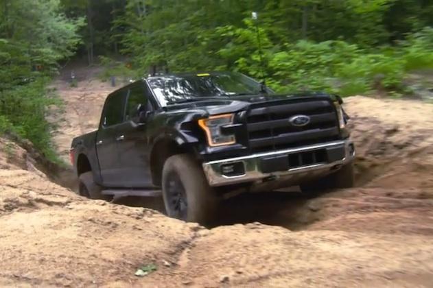 【ビデオ】次期型フォード「F-150 SVTラプター」、泥まみれになってオフロード性能の試験中