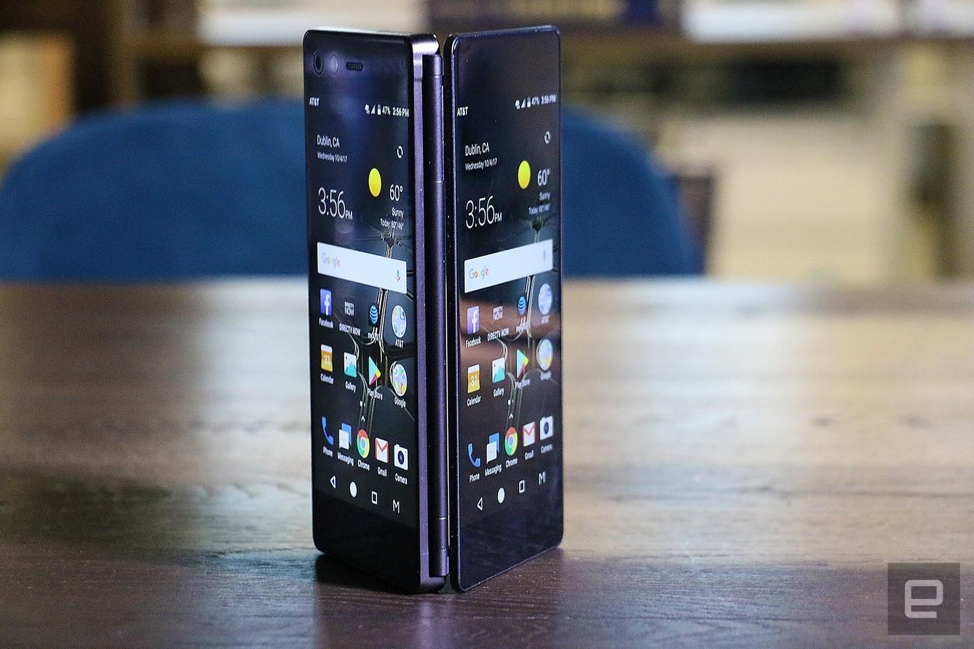 中兴 Axon M 是双屏折叠手机类别中久违的新成员