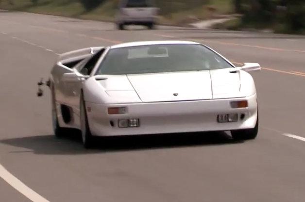 【ビデオ】ジェイ・レノがランボルギーニの91年式の真っ白な「ディアブロ」を駆る!