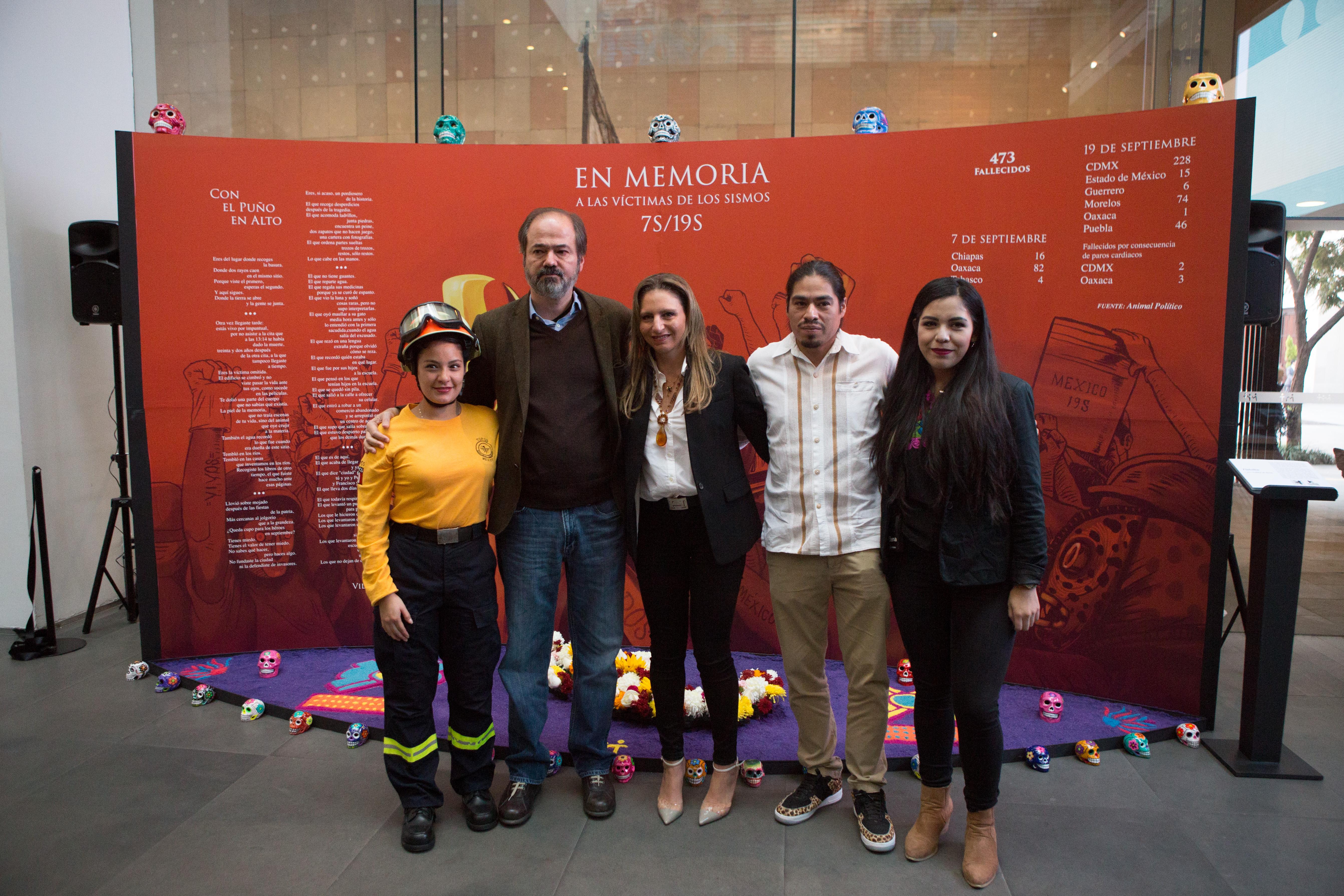 AUDIO: Juan Villoro lee 'El puño en alto' en la inauguración de la ofrenda del