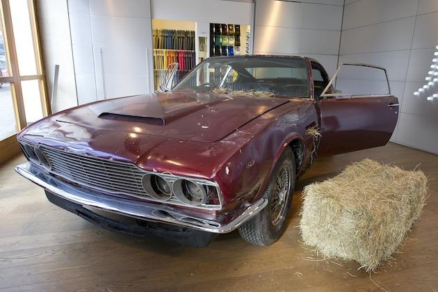 納屋で放置されていたアストンマーティン「DBS」最終生産車がオークションに!