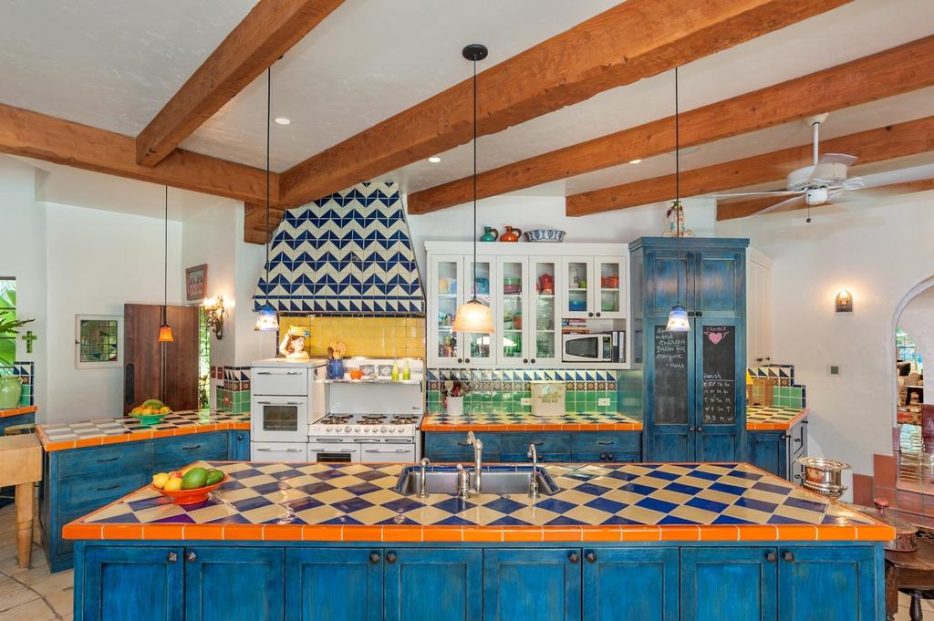 annie potts' kitchen