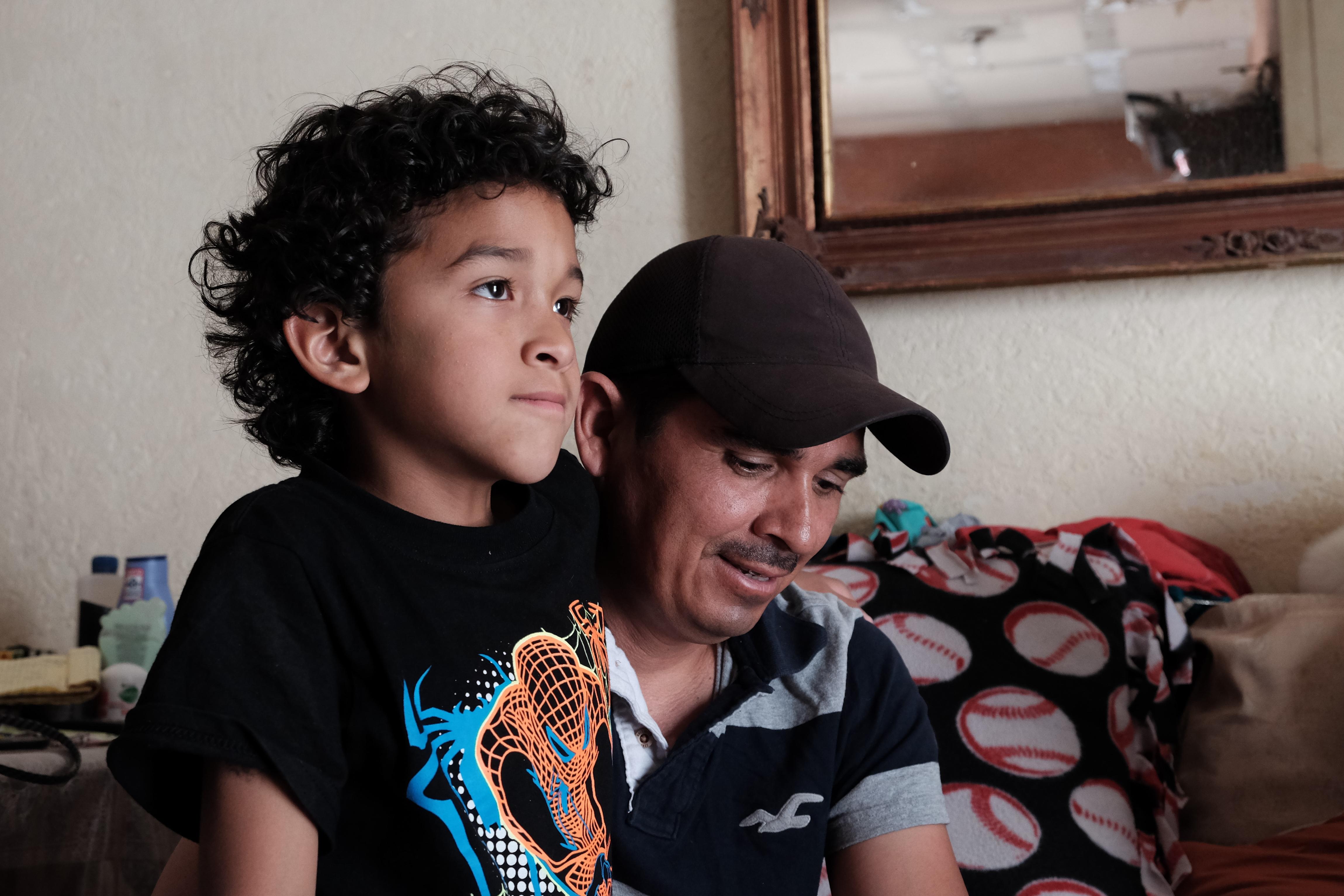 Jeremy, de siete años, es otros de los miles de mexicoamericanos separados de sus padres por las políticas...
