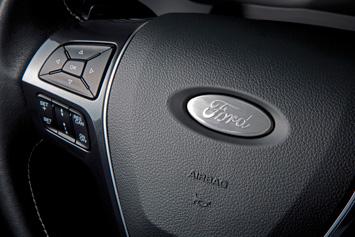 2016 Ford Explorer Platinum emblem