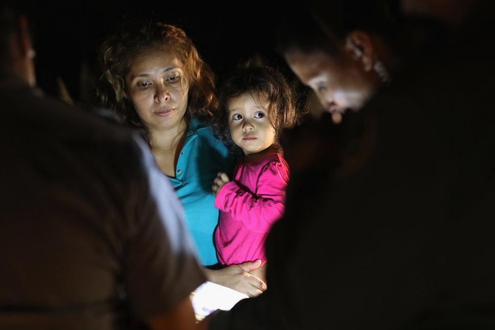 12 juin 2018 à McAllen, Texas, près de la frontière américano-mexicaine: des demandeurs d'asile venus...