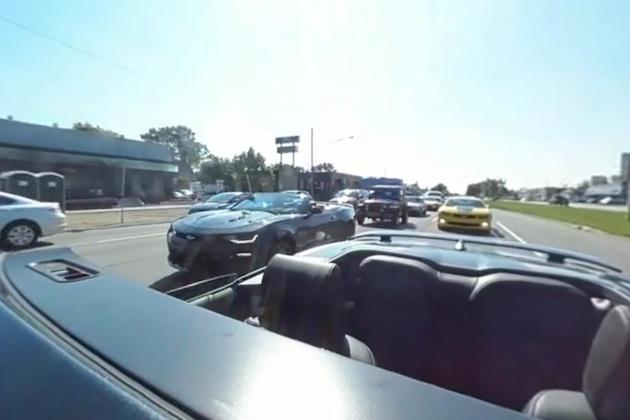 【ビデオ】360度映像で疑似体験! 間もなく50周年を迎えるシボレー「カマロ」に乗ってウッドワードをパレード