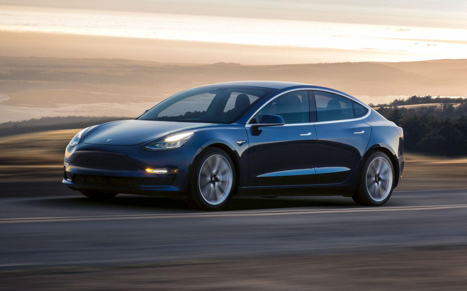 這部 Tesla Model 3 的深度評測影片應該能解答你的所有疑問