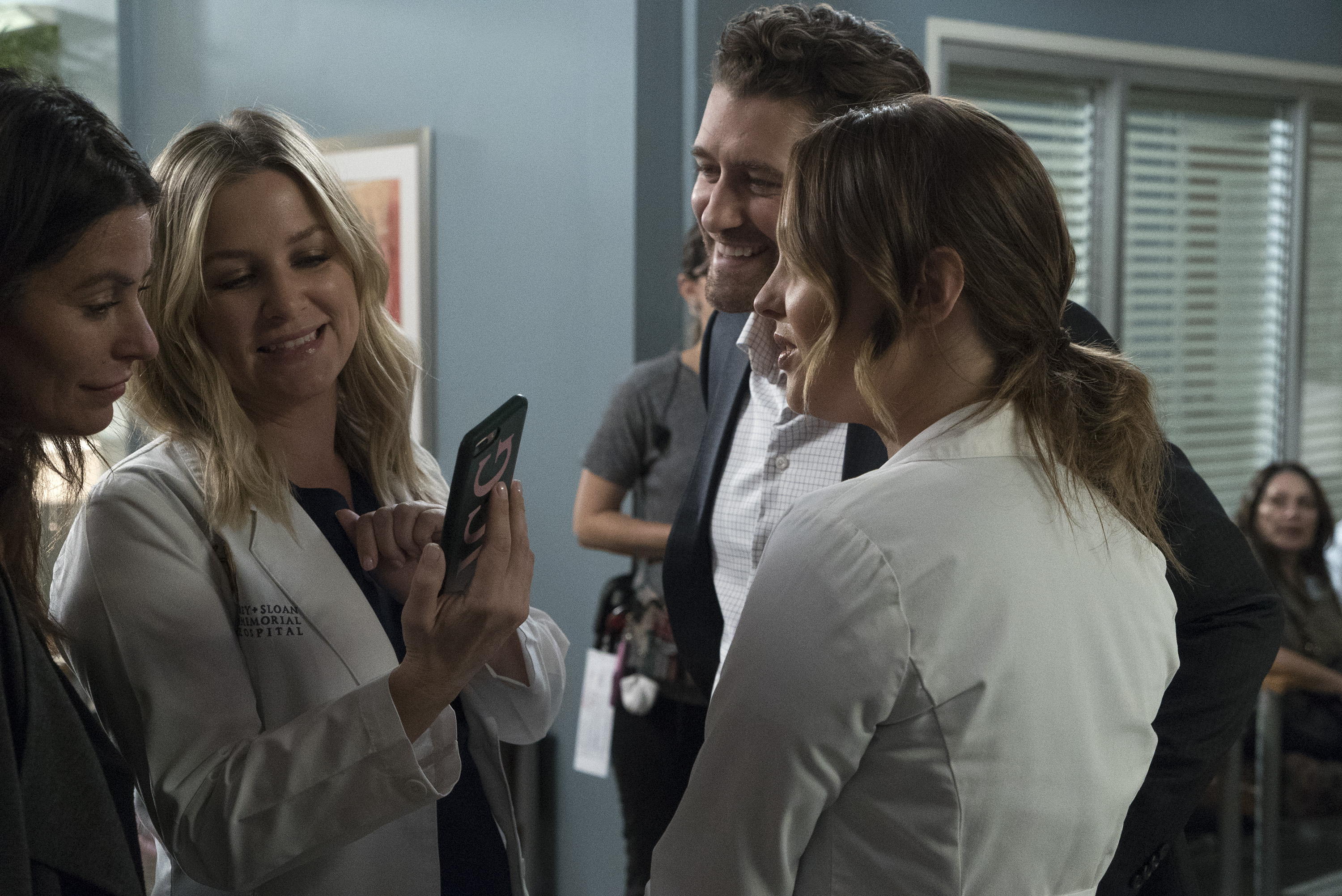 """GREY'S ANATOMY - """"Four Seasons in One Day"""" - Jo finally faces her estranged, abusive husband Paul Stadler, while Grey Sloan continues to work with the FBI after a hacker has compromised the hospital's computer system, on the midseason return of """"Grey's Anatomy,"""" THURSDAY, JAN. 18 (8:00-9:00 p.m. EST), on The ABC Television Network. (ABC/Richard Cartwright)BETHANY JOY LENZ, JESSICA CAPSHAW, MATTHEW MORRISON, CAMILLA LUDDINGTON"""