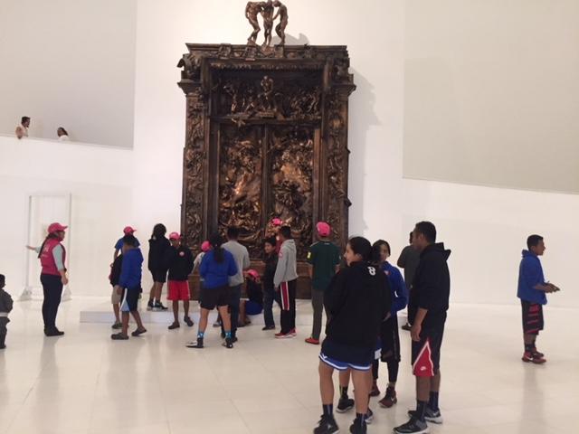 Niños triquis de visita en el Museo Soumaya de Ciudad de
