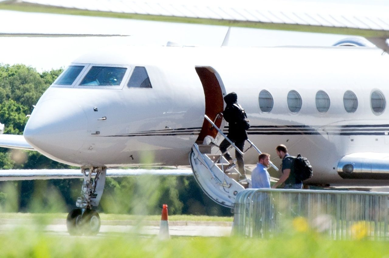 ***STRICTLY NO WEB UNTIL 4PM BST FRIDAY 2ND JUNE 2017*** Taylor Swift ends her trip to the UK as she leaves, with her boyfriend Joe Alwyn, on her private jet. The pair boarded the plance separately in hooded tops accompanied by her security detail. Taylor has been keeping a low profile with new lover, British actor Joe Alwyn.