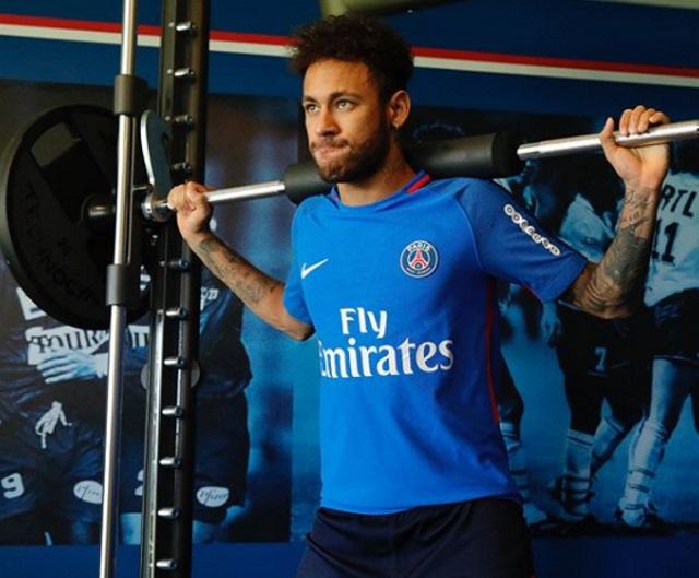 Thiago Silva convida capitão rival para levantar taça junto
