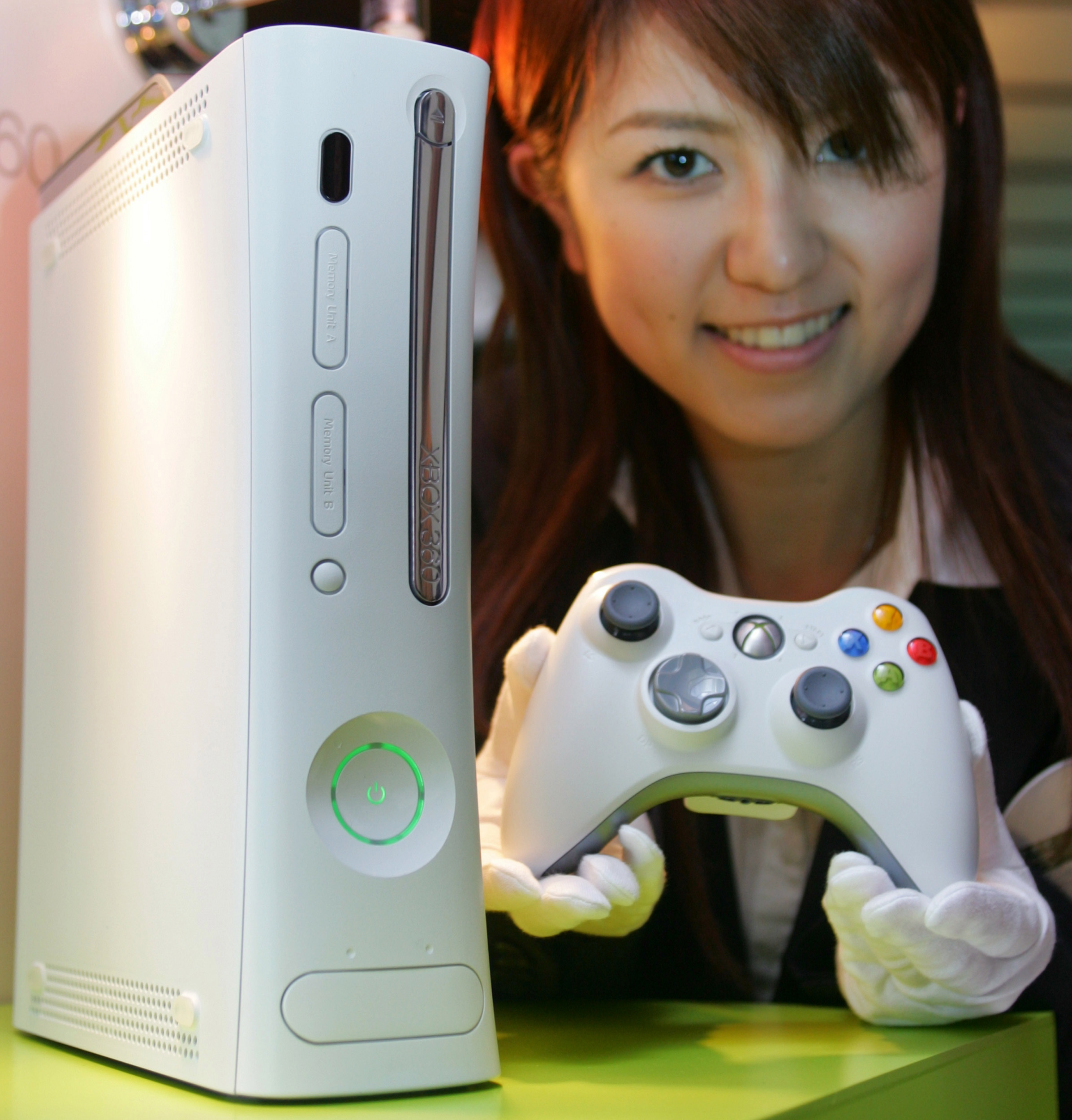 "A Japanese woman displays Microsoft's new game console ""Xbox 360"" in Tokyo May 13, 2005. The video game console has three IBM microprocessors that are expected to deliver powerful computing and advanced graphics, as well as a detachable 20-gigabyte hard drive and the ability to customise the machine's front panel with detachable face-plates. A Japanese woman displays Microsoft's new game console ""Xbox 360"" in Tokyo May 13, 2005. The video game console has three IBM microprocessors that are expected to deliver powerful computing and advanced graphics, as well as a detachable 20-gigabyte hard drive and the ability to customise the machine's front panel with detachable face-plates.   REUTERS/Toru Hanai"