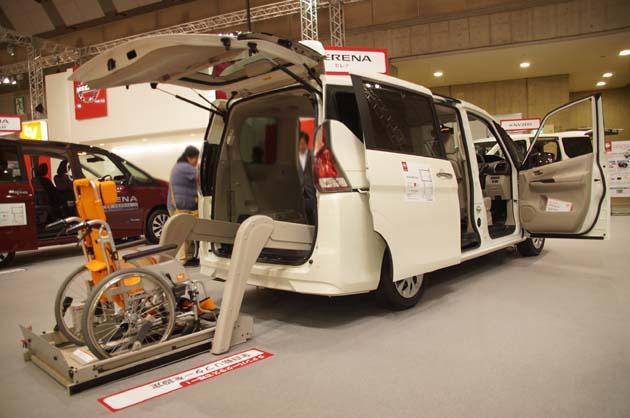 【国際福祉機器展2016】お子様を第一に考えたスロープモデルも登場!! 日産「セレナ」の福祉車両が一同に展示!!
