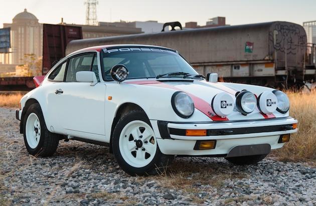 いつでもどこでも運転が楽しめる、サファリ・ラリーから着想を得た1984年型ポルシェ「911カレラ」がオークションに