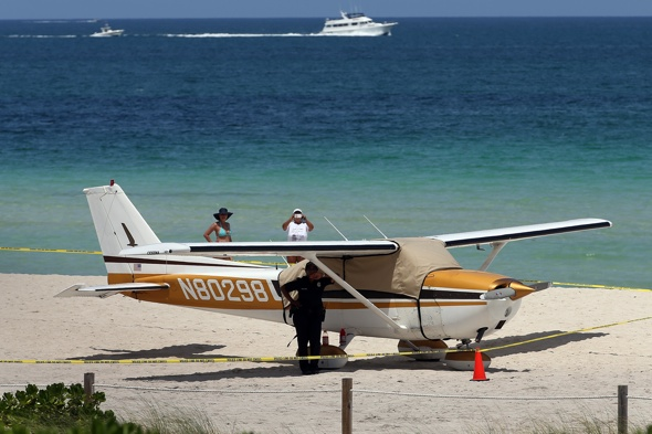 Plane makes emergency landing on Miami Beach