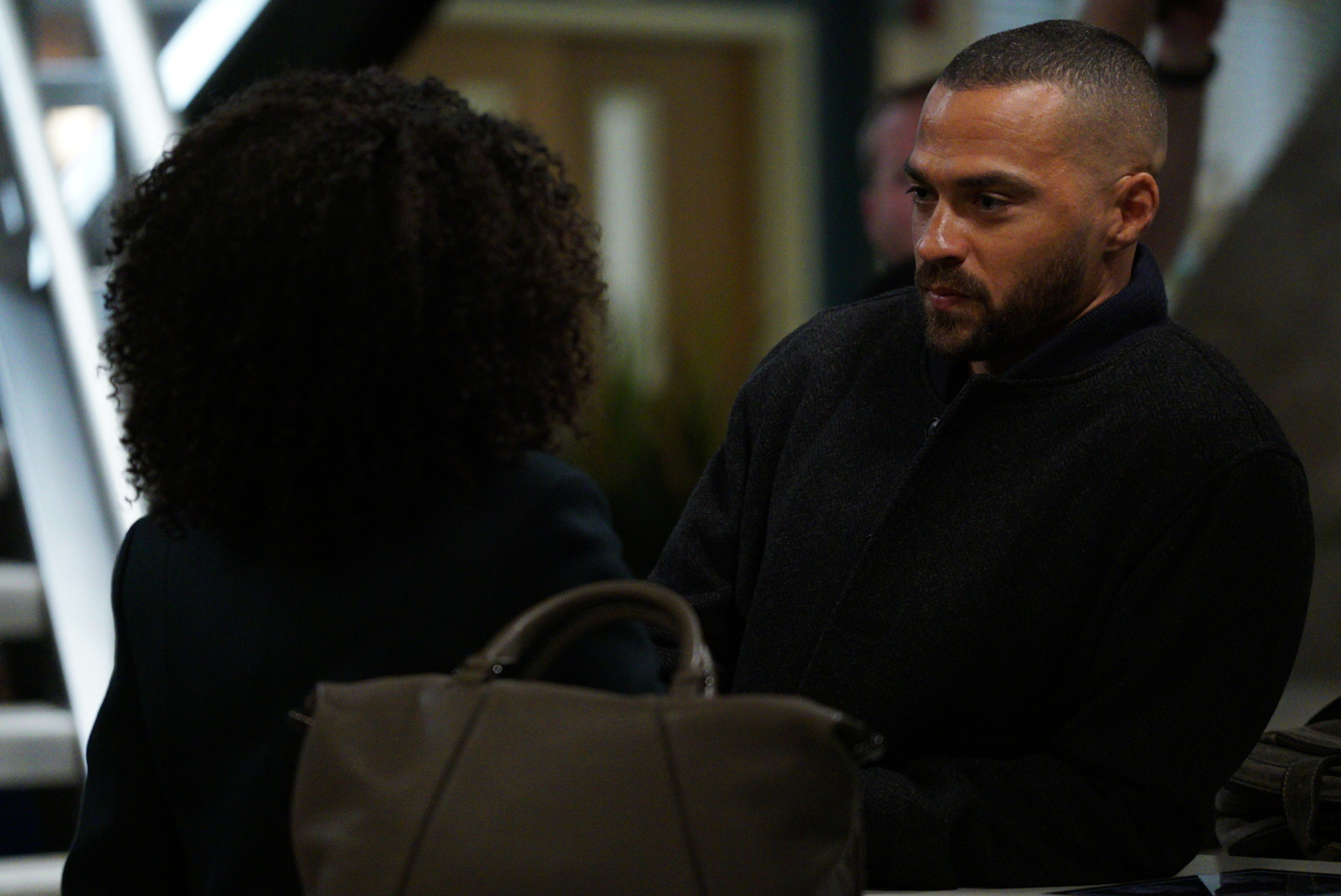 """GREY'S ANATOMY - """"Four Seasons in One Day"""" - Jo finally faces her estranged, abusive husband Paul Stadler, while Grey Sloan continues to work with the FBI after a hacker has compromised the hospital's computer system, on the midseason return of """"Grey's Anatomy,"""" THURSDAY, JAN. 18 (8:00-9:00 p.m. EST), on The ABC Television Network. (ABC/Richard Cartwright)JESSE WILLIAMS"""