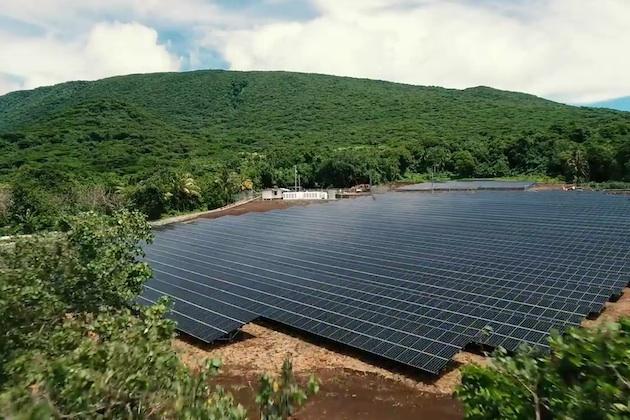 テスラ、太陽光パネルと蓄電池で島全体に電力を供給