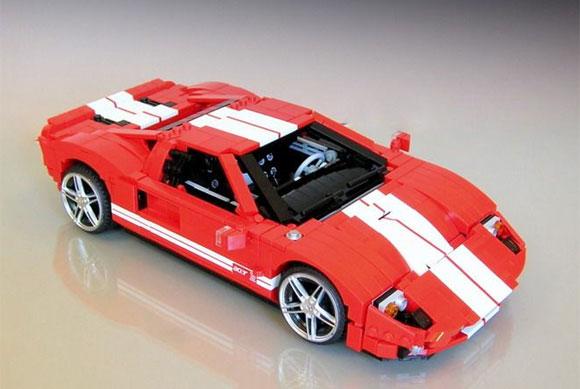 ビックリするほどリアルな自動車を、基本ブロックだけで造り上げるレゴの達人!