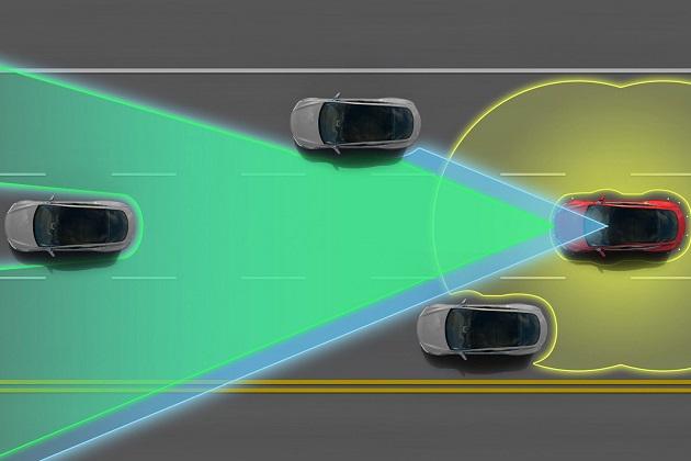 【レポート】テスラの自動追い越し機能、運転者にウインカーを出させて法律に対応か