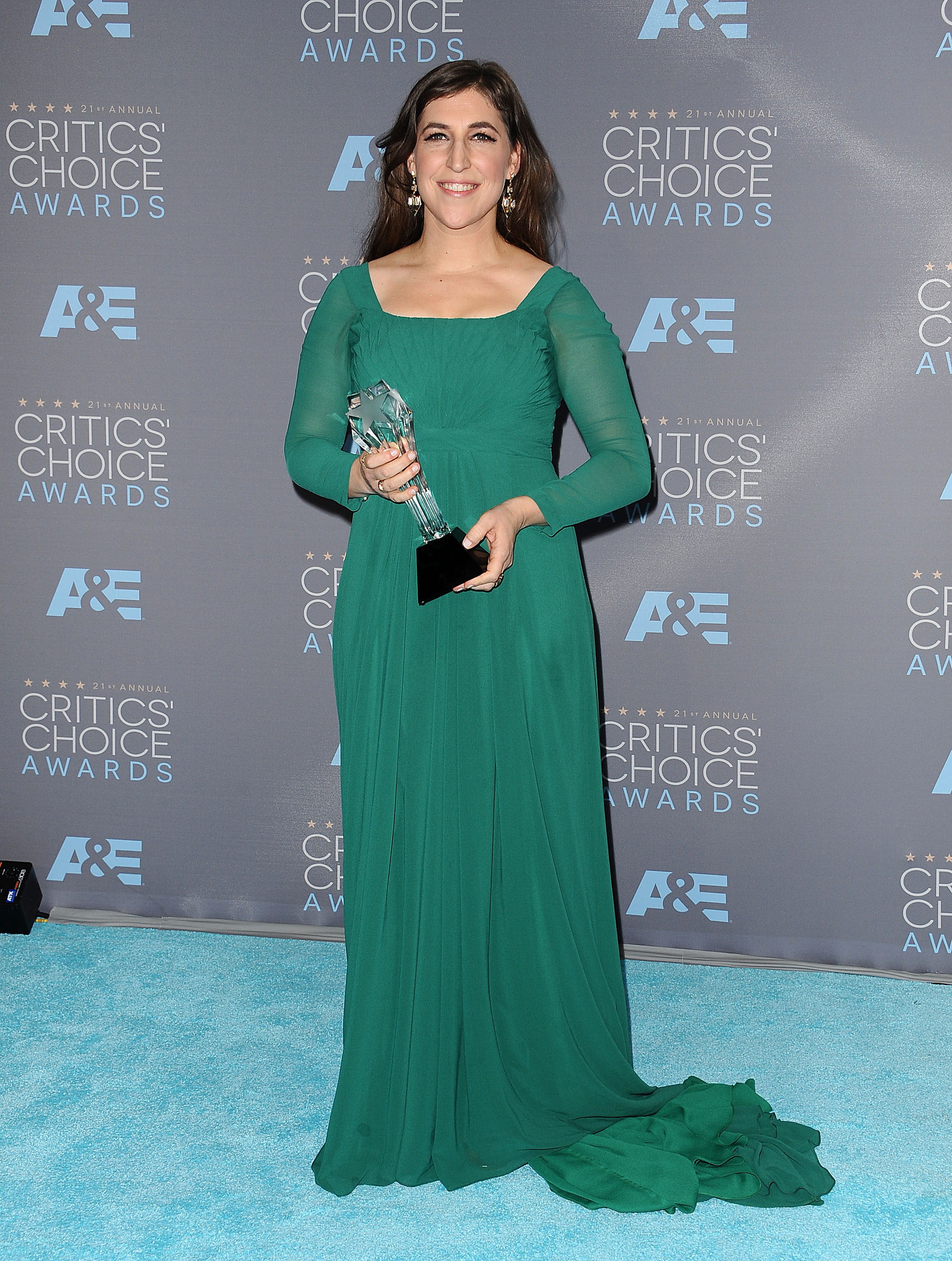 OnlyOnAOL: \'Big Bang Theory\' star Mayim Bialik\'s shocking confession ...