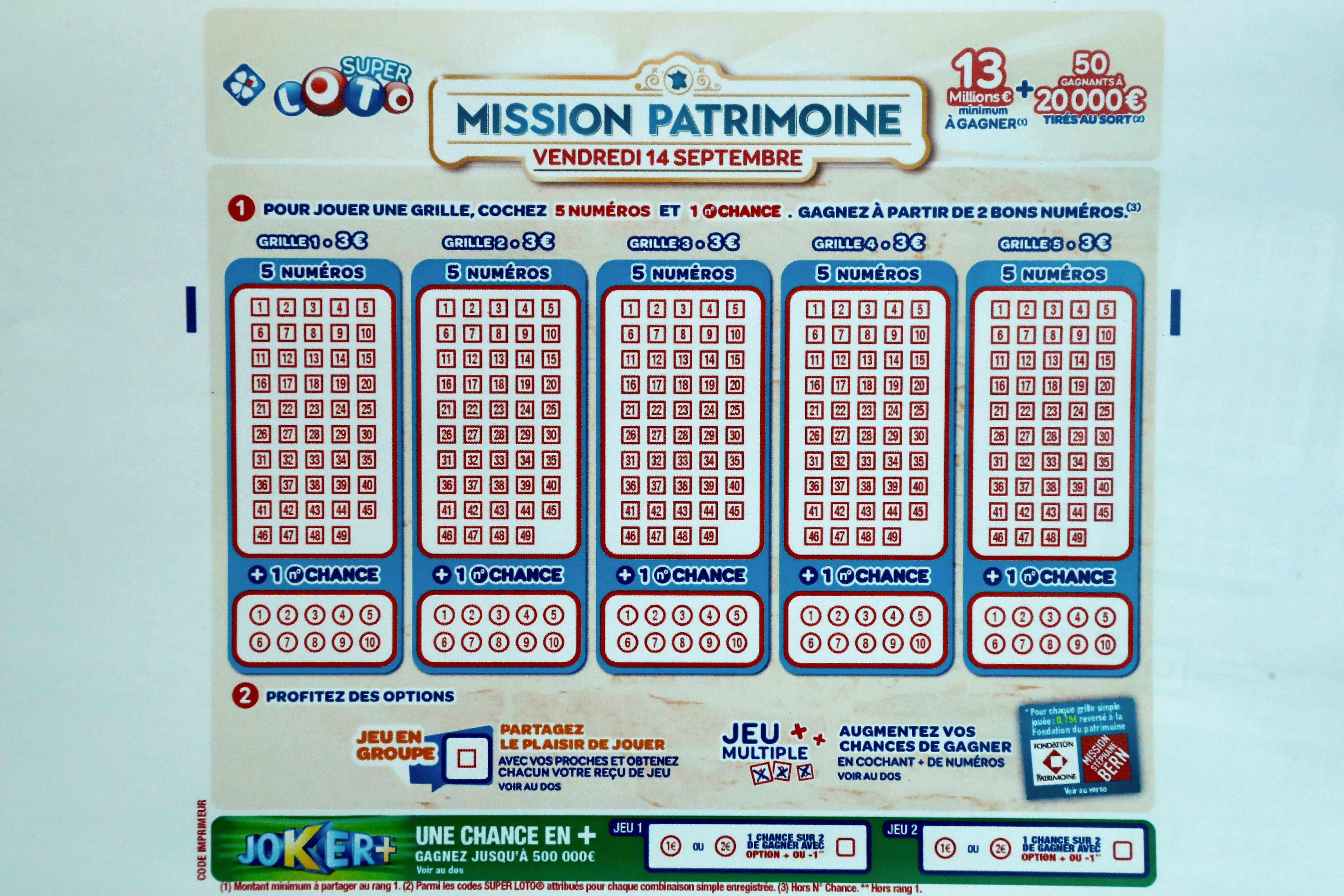 """Un ticket du """"loto du patrimoine"""", prise en mai au siège de la Française des"""