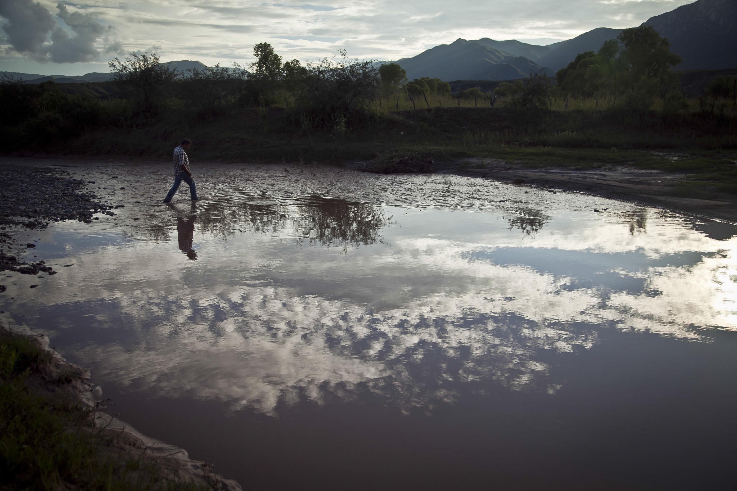 Aunque los pobladores indican que se realizan muestreos el ácido sulfúrico se ha filtrado en las profundidades...